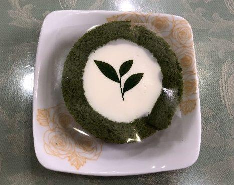 "<img src=""image.jpg"" alt=""お抹茶ティラミスロールケーキ"">"